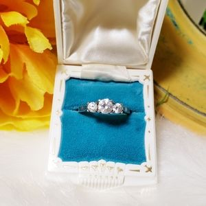 VINTAGE | STERLING SILVER 3 STONE RING- Sz. 7.25